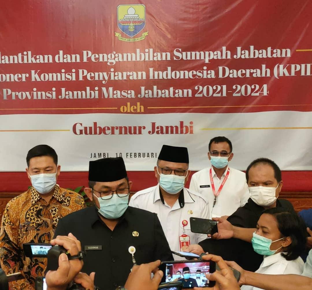 Sudirman usai melantik komisioner Komisi Penyiaran Indonesia Daerah Jambi