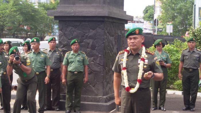 Sudirman menjalani ritual penyambutan di Makodam II Sriwijaya/Net