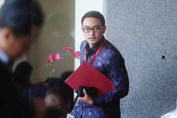 Zumi Zola tiba untuk menjalani pemeriksaan di gedung KPK, Jakarta/Net