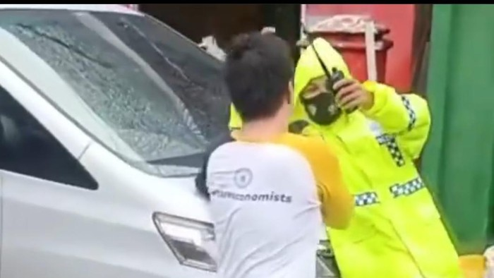Anggota DPRD tersebut malah menancap gas