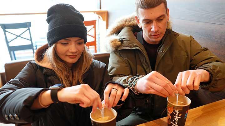 Pasangan itu berencana untuk menjual borgol dalam lelang online. (Ist)