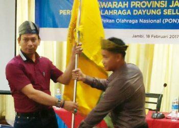drg Iwan Hendrawan (pakai kaos) ketika terpilih secara aklamasi sebagai Ketua PODSI Jambi. (Net)