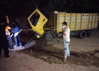 Dari informasi didapat, saat itu Agus sedang berada di bawah kolong truk untuk memeriksa oli. (Ist)