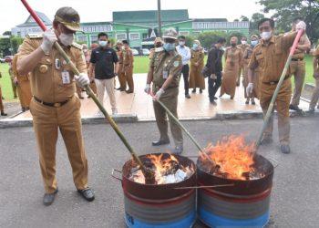 Pemusnahan KTP dipimpin langsung oleh Wali Kota Jambi,